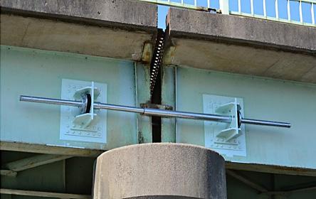 坪山橋落橋防止装置